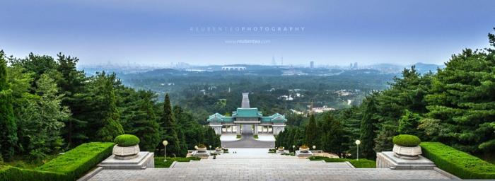 Мемориальное кладбище революционеров. Автор фото: Reuben Teo.