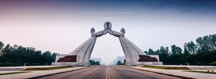 Арка Воссоединения (Монумент Трёх Хартий). Автор фото: Reuben Teo.