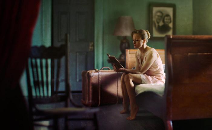 Женщина с книгой. Автор: Richard Tuschman.