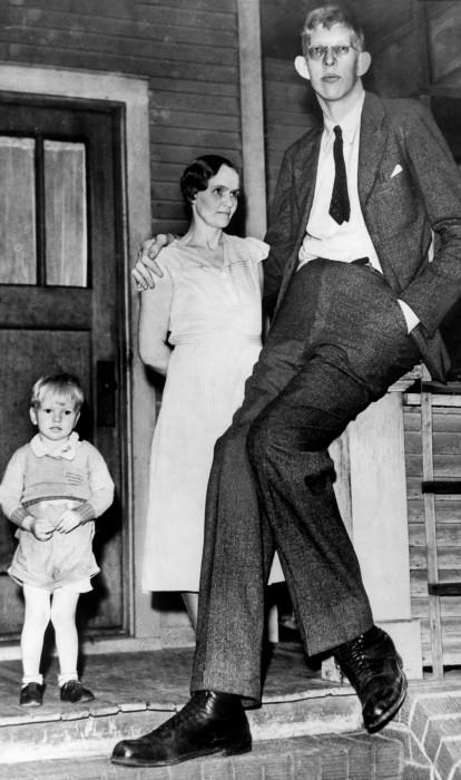 Роберт Уодлоу с матерью и братом, 1935 год.