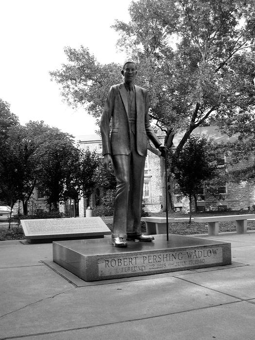 В Олтоне в честь Роберта Уодлоу установили бронзовую статую в натуральную величину.