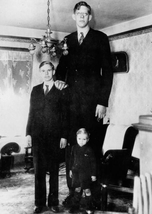 Роберт Уодлоу в 17 лет с братьями, 1935 год.