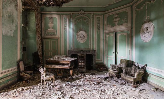 Одинокая комната.