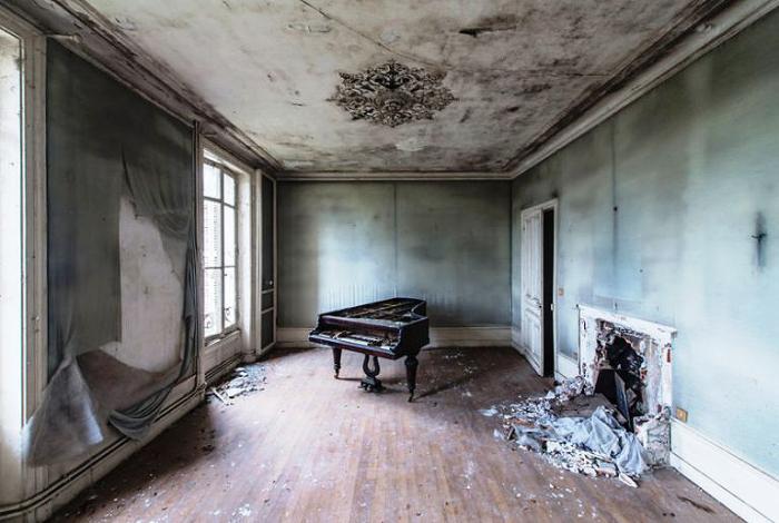 Одинокий рояль.