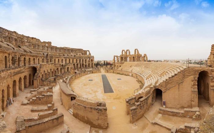 Римский Колизей в Эль-Джеме, Тунис. \ Фото: odysseytraveller.com.