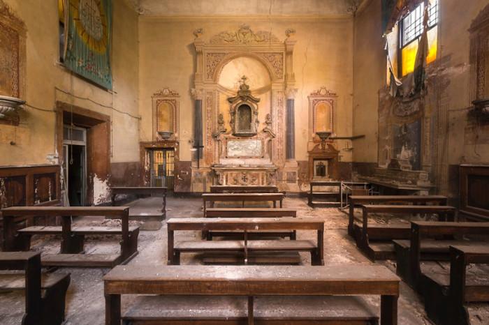Покинутая всеми церковь в Италии. Автор: Roman Robroek.