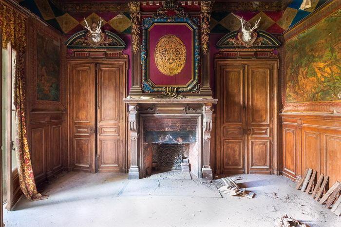Здание, что всё ещё помнит человеческое тепло и присутствие. Автор: Roman Robroek.