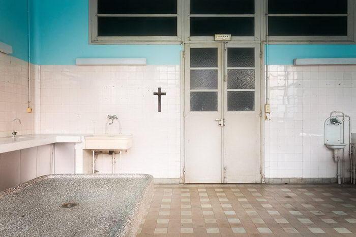 Стены, хранящие веру и надежду по сей день. Автор: Roman Robroek.