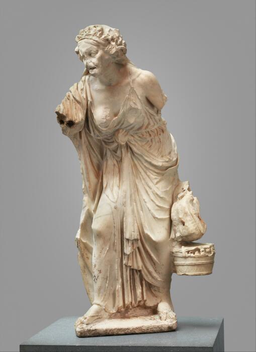 Римская мраморная копия греческой статуи старухи, ок. 14-68 н. э. \ Фото: chegg.com.