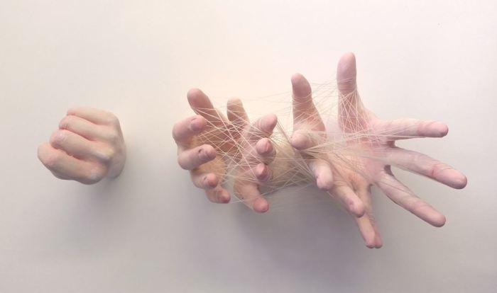 Нашествие рук. Автор: Ronit Baranga.