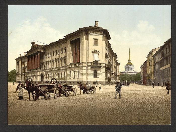 Адмиралтейская площадь в Санкт-Петербурге.