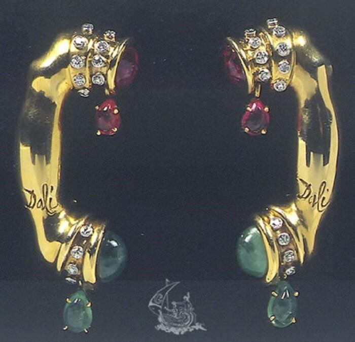 Сальвадор Дали, Карлос Алемани: Телефон, 1949 год, золото, бриллианты, рубины, изумруды. \ Фото: google.com.
