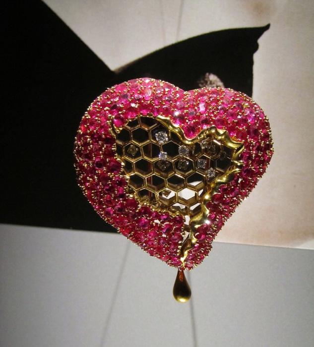 Сальвадор Дали, Карлос Алемани: Медовое сердце, 1949 год, золото, бриллианты, рубины.