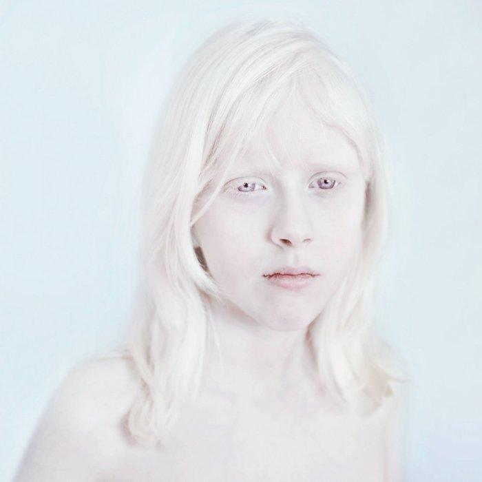 Белее снега. Фото-проект Sanne De Wilde.