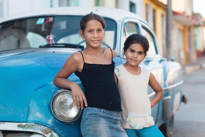 Клара и Лилиана. Жаркая Куба. Фото-проект: «В поисках красоты». Автор: Сара Мелотти (Sara Melotti).
