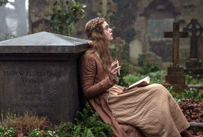 Кадр из фильма-биографии Мэри Шелли «Красавица для чудовища». \ Фото: velvet.by.