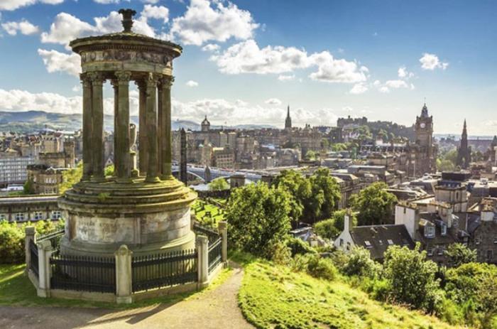 Магический вид на Эдинбург, Шотландия.