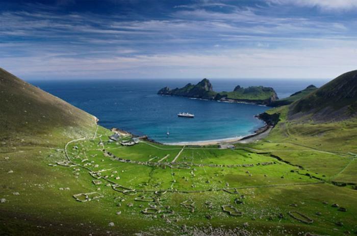 Самый западный остров во Внешних Гебридских островах в Шотландии.