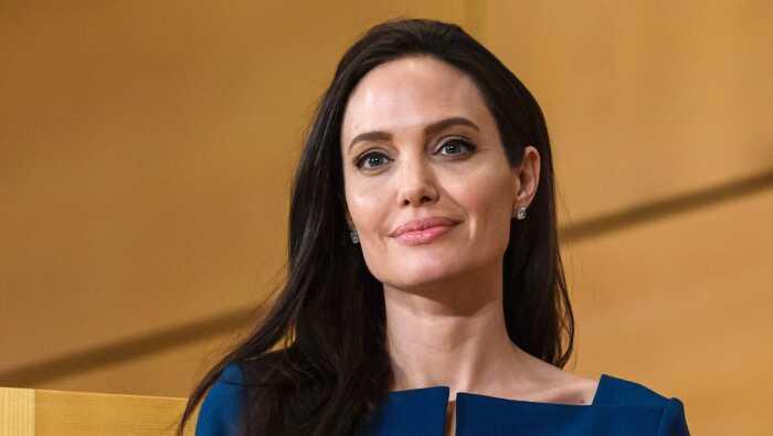 Анджелина Джоли. \ Фото: ru.hellomagazine.com.