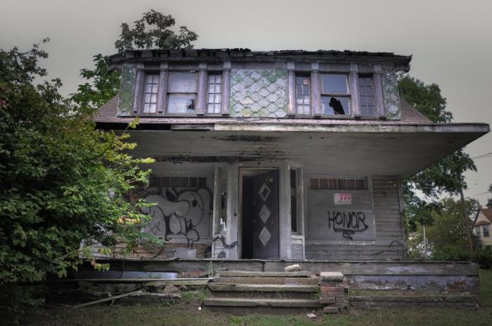 В этом заброшенном доме, серийный убийца Энтони Соуэлл спрятал тела своих жертв. Автор фото: Seph Lawless.
