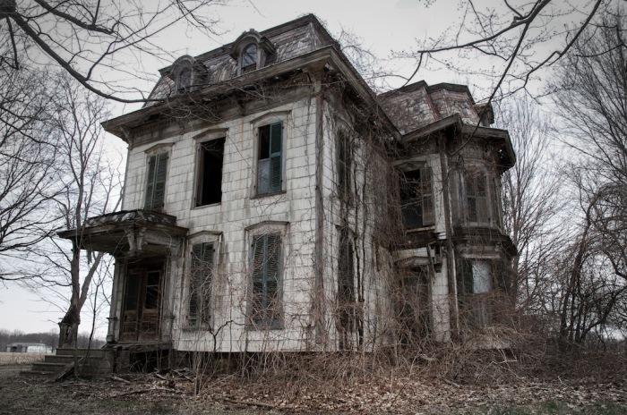 По словам местных жителей, этот особняк был местом практикующих ведьм, совершающих ритуальные убийства. Автор фото: Seph Lawless.