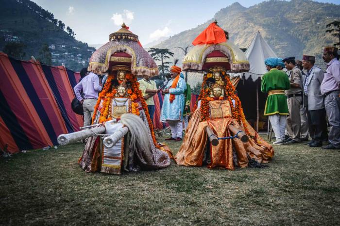 В центре выстраивается целый палаточный город — временное пристанище гостей-богов. Автор: Shikha Sood.