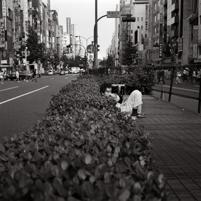 Бездомные на улицах Японии. Автор фото: Шинья Аримото (Shinya Arimoto).
