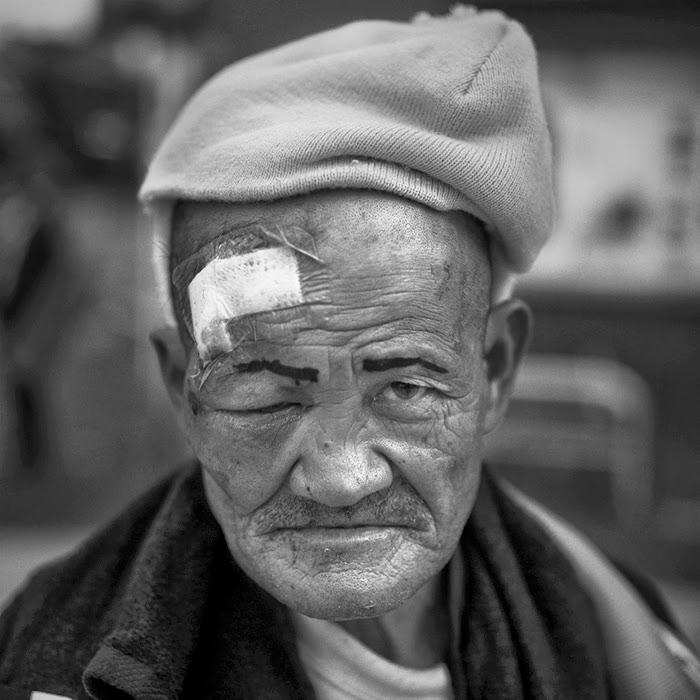 Портрет бездомного мужчины. Автор фото: Шинья Аримото (Shinya Arimoto).