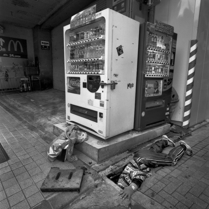 Бездомный мужчина. Автор фото: Шинья Аримото (Shinya Arimoto).