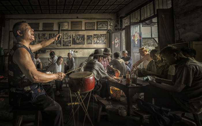 Слушать рассказчика. Автор: Guoqiang Liu.