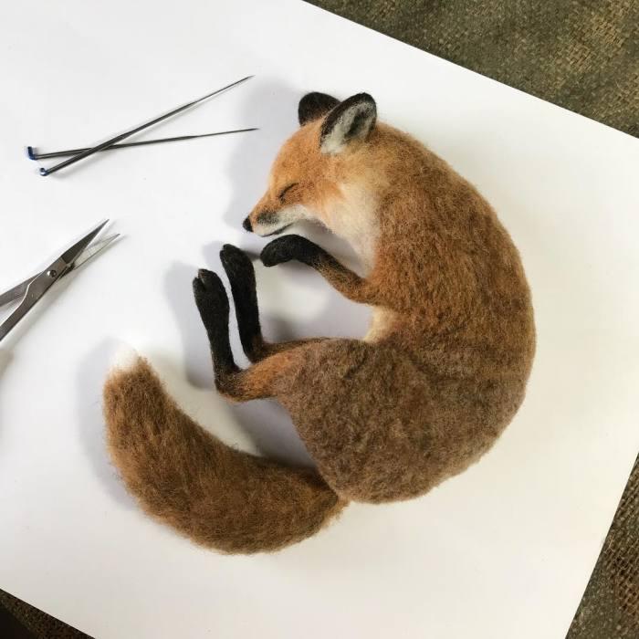 Мастер делает войлочных животных, которые выглядят совсем как настоящие