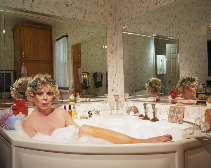 Мара в ванной. Автор фото: Simone Lueck.