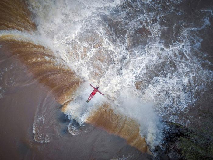 Герой водопада, вторая премия в категории «Портрет», «Профессиональная группа». Автор: Shen Min.