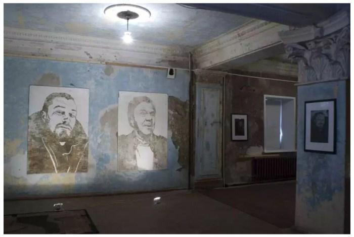 Портреты на стенах. Автор: Slava Ptrk.