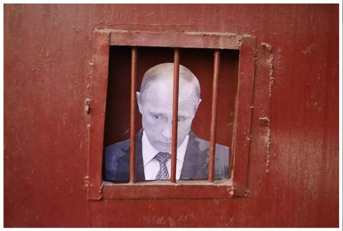 В работах Slava Ptrk частенько проскальзывают и политические темы....