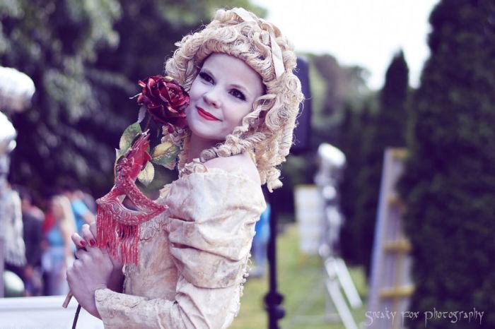 Девушка с розой. Автор: Sneaky Fox.