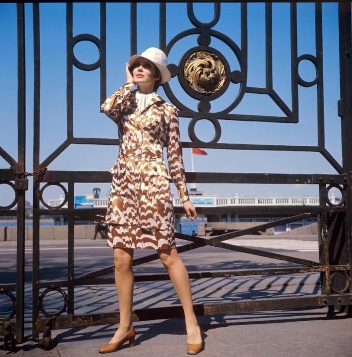Девушка в стильном костюме, 1970-е годы.