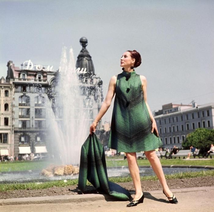 Демонстрация советской дизайнерской моды.