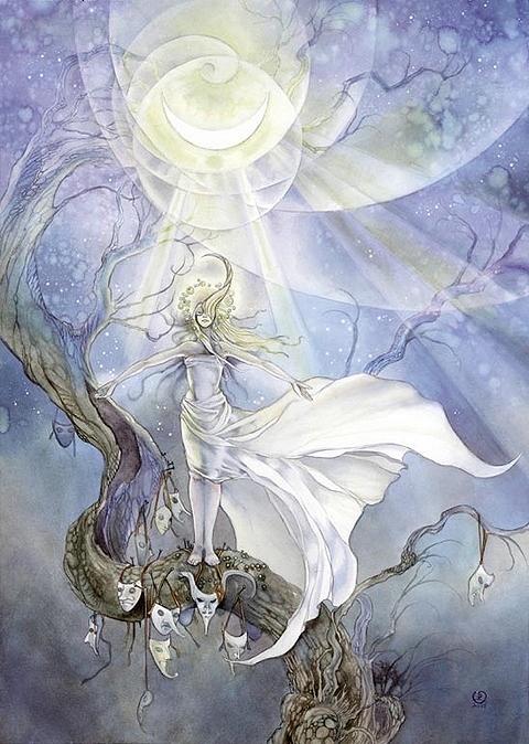 Повелительница лун. Автор: Stephanie Pui-Mun Law.