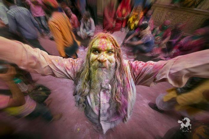 Садху на фестивале Холи, Барсана, Индия. Автор: Swarup Chatterjee.