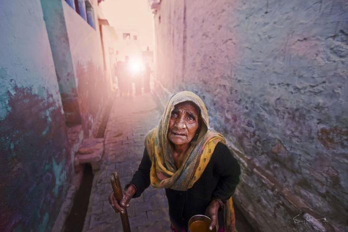Брошенная женщина, Варанаси, Индия. Автор: Swarup Chatterjee.