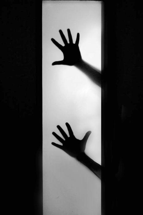 Руки на стекле, Калькутта, Индия. Автор: Swarup Chatterjee.