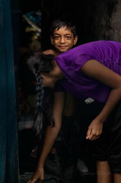 Жизнерадостный мальчик - колония Кумортулли, Калькутта, Индия. Автор: Swarup Chatterjee.