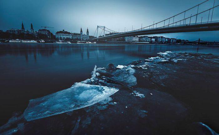 Дунай - словно синяя лента. Автор: Tamas Rizsavi.