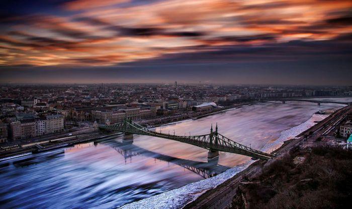 С добрым утром, Будапешт! Автор: Tamas Rizsavi.