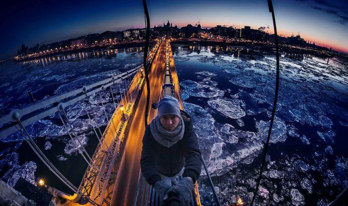 Дунай - лёд треснул. Автор: Tamas Rizsavi.
