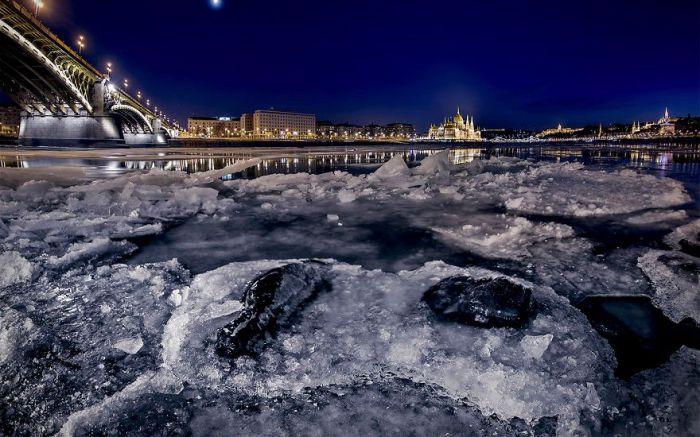 Сказочный Дунай в двадцатиградусный мороз. Автор: Tamas Rizsavi.