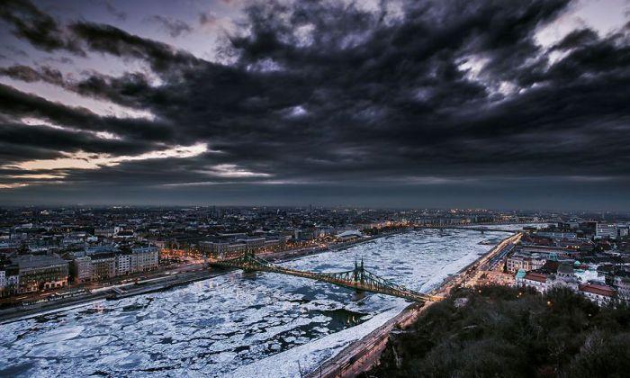 Ледяная корка. Автор: Tamas Rizsavi.