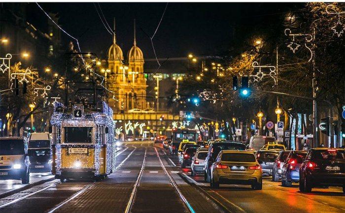 Праздничная атмосфера на улицах Будапешта. Автор: Tamas Rizsavi.