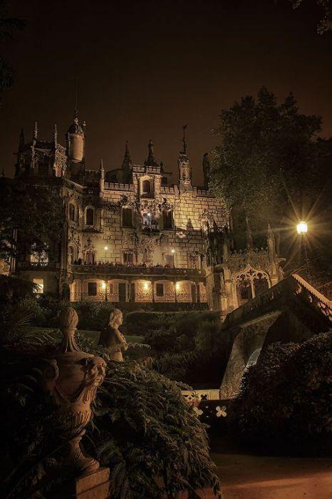 Темное время суток. Quinta da Regaleira. Фото Taylor Moore.